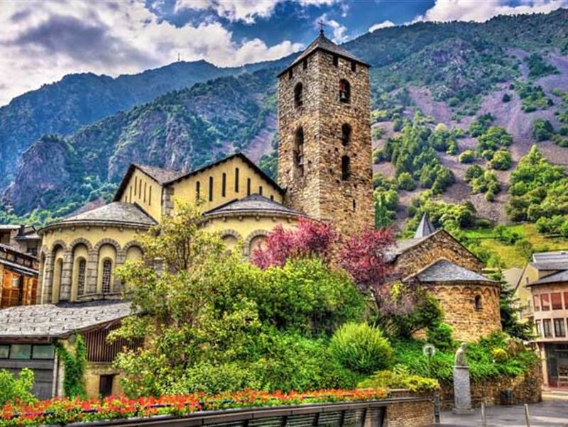 How to live in Andorra as a Stranger: what to take into account before moving to the Principality